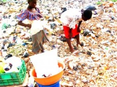 Children-on-toxic-waste-dump-looking-for-aluminium-to-re-sell-300x225